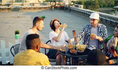 wtedy, butelki, rozmowa, posiedzenie, concept., mężczyźni, ...