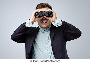 wtih, horror, binoculars., sichtung, klage, mann, europäische
