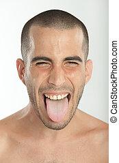 wtykając, młody mężczyzna, język, jego, poza