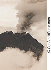 wulkan, tungurahua, krater