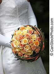 Wundersch�ner Brautstrauss mit orangen Rosen - nahaufnahme