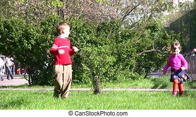 wyścigi, park, dzieci