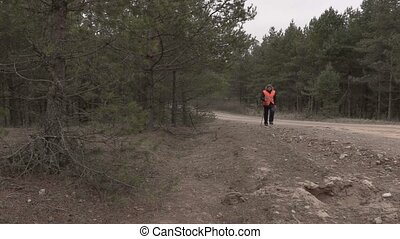 wycieczkowicz, pieszy, las, droga