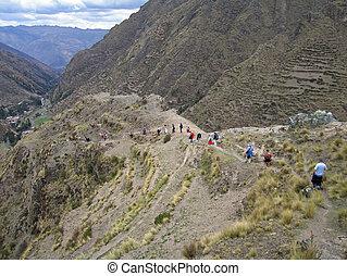 wycieczkowicze, w, przedimek określony przed rzeczownikami, peruwiański, andy