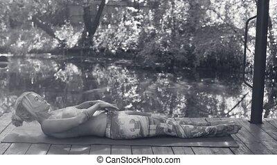 wykonuje, kobieta, yoga, pociągający, outdoors