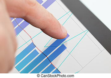 wykresy, biznesmen, analizując, tabliczka, cyfrowy