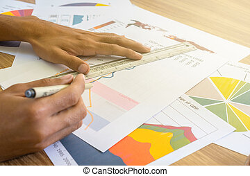 wykresy, człowiek, pracujący, handlowy, wykresy