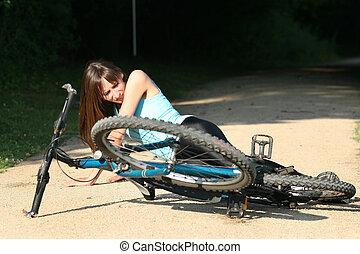 wypadek, na drodze, z, biker