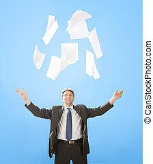 wyrzucanie, biznesmen, senior, papier, listki