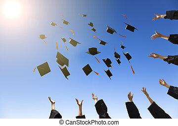 wyrzucanie, kapelusze, szczęśliwy, młody, absolwenci