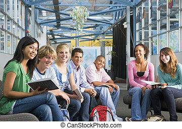 wysoka szkoła, klasa, dzieci w wieku szkolnym