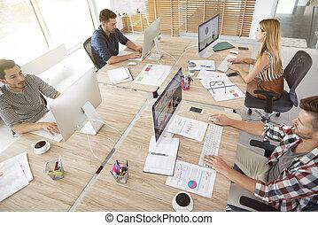 wysoki, pracownicy, kąt, biuro, prospekt