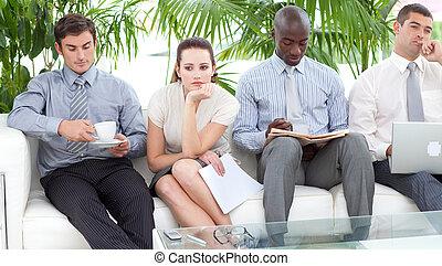 wywiad, ludzie, usługiwanie, handlowy, sofa, znudzony, multi...