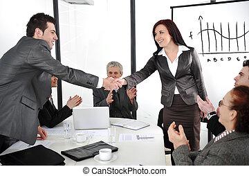 wzmacniacz, po, transakcja, handlowy, oklaskując, ich,...