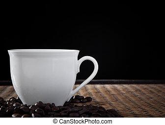xícara branca, de, café, em, estúdio, luz