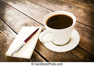 xícara café, e, caderno, perto, it.