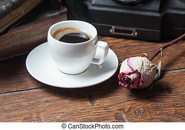 xícara café, secos, rosa, e, telefone velho