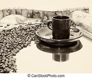 xícara café, sepia, refletido, feijões, espelho