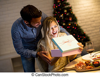 xριστούγεννα , ζευγάρι , νέος , απονέμω , ώρα