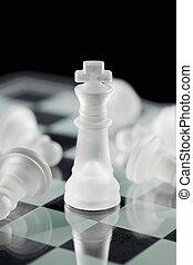 xadrez, rei, com, caído, xadrez, penhor, bordo