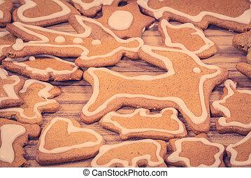 Xmas cookie figures on wood