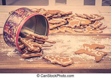 Xmas cookies in a cake tin