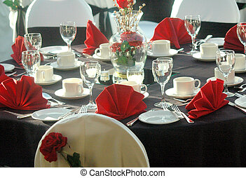 Xmas dinner table. - Xmas dinner table setting for the...