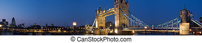 XXL - Tower Bridge and Central-London at twilight. -...