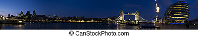 XXXL - City Hall, Tower Bridge and Gherkin. - Night panorama...