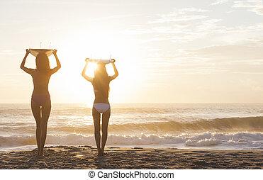 y, surfers, biquini, playa puesta sol, tablas de surf, mujeres
