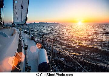 yacht, a, navigazione, regata, a, il, mare, durante, sunset., lusso, boats.