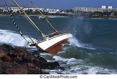 yacht crash on the rocks