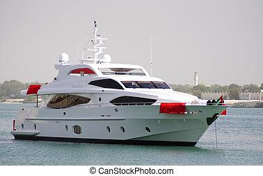 Yacht crusing in Ocean - Majesty yacht cursing in Abu Dhabi...