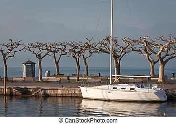 yacht docked in garda lake
