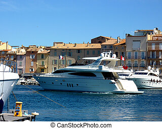 Yacht leaving of Saint-Tropez port, France - Big white yacht...