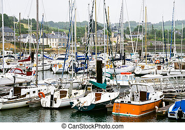 yacht mooring in Brittany - yacht mooring in Treguier town ...