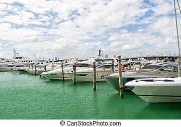 Yachts in miami marina bay at south beach with cloudy sky -...