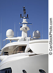 Yacht`s mast - Mast of a big luxury yacht with a radar and ...