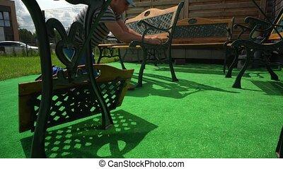 yard., homme, charpentier, réunir, meubles, professionnel, ...