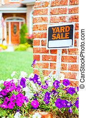 Yard sale - Closeup image of a yard sale sign