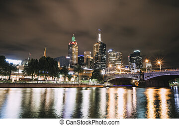 Yarra River, Melbourne - Night shot of Yarra river and ...