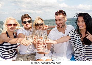 yate, sonriente, champaña, amigos, anteojos