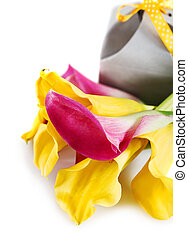 Yellow and pink cala lilies with present - Bunch of yellow ...