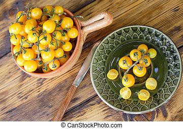 Yellow cherry tomatoes