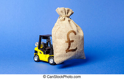 Yellow forklift truck carries a bag of pound sterling. Attracting investment in development, modernization of production and business. Revenue, profit, liquidity. profit fixation. capital migration