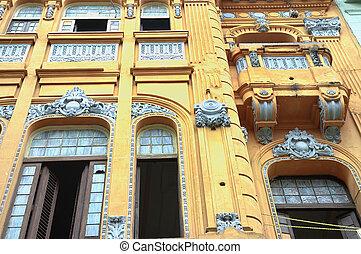 Yellow Havana facade