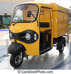 three wheeler - yellow three wheeler pickup at autoexpo in...