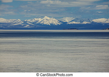 Yellowstone lake - Yellowstone Lake in Yellowstone National ...