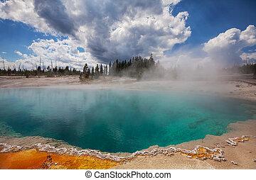 Yellowstone Park - West Thumb Geyser Basin in Yellowstone ...