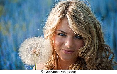 yeux bleus, blond